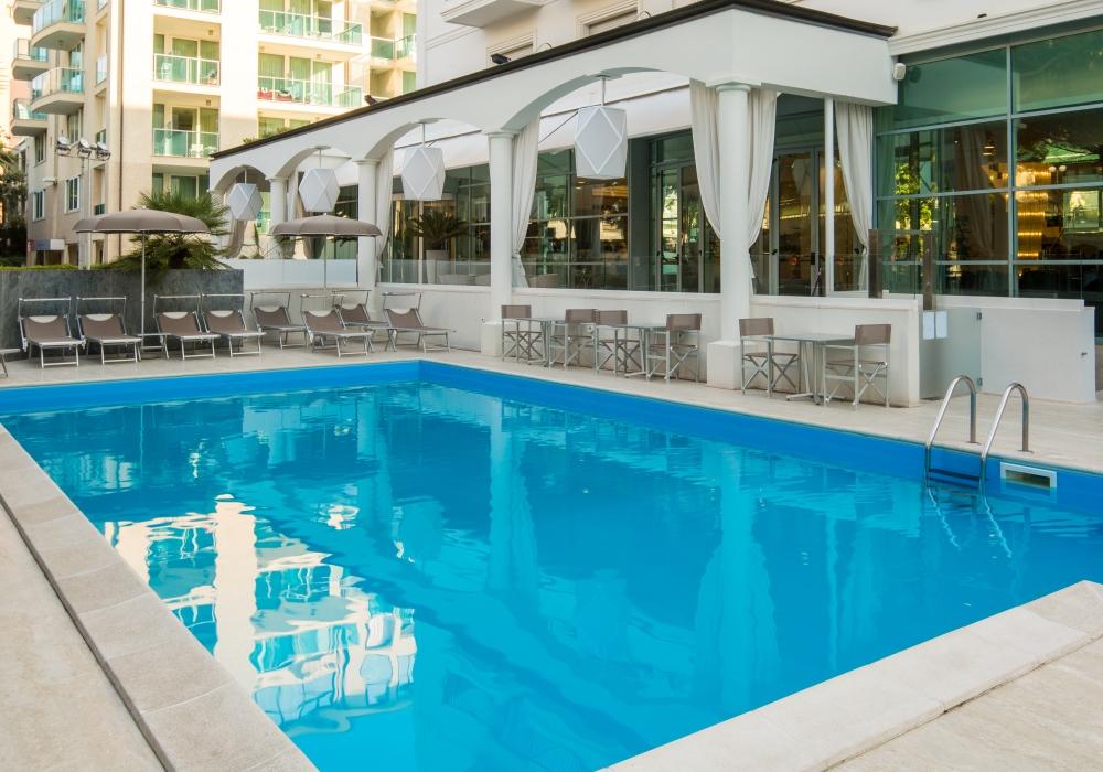 piscina hotel 4 stelle rimini